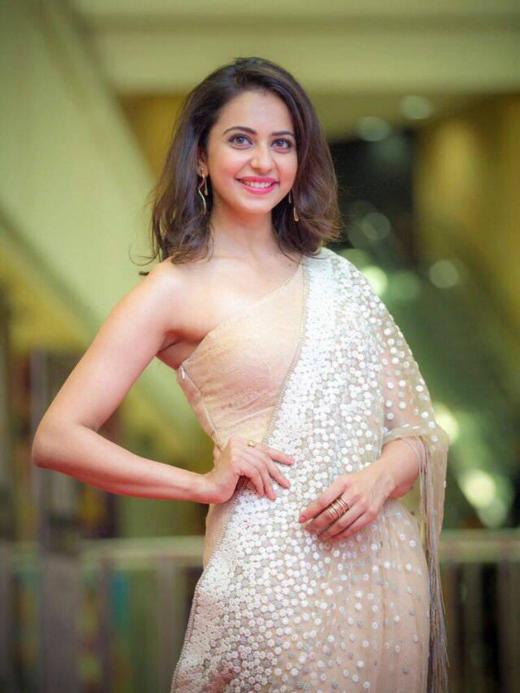Rakul Preet Photos In White Saree At Cinemaa Awards