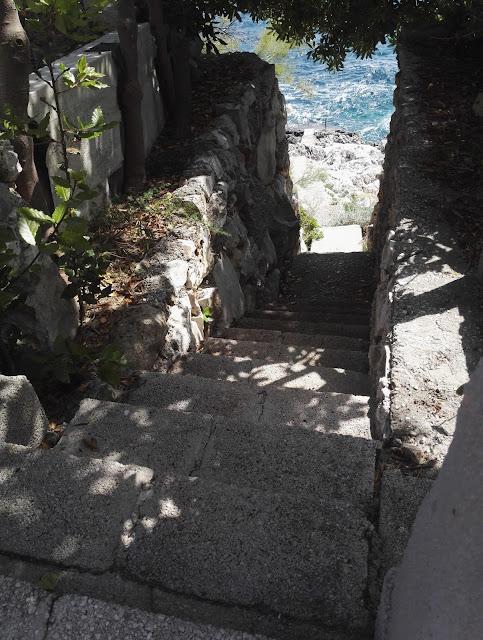 Rannalle kivinen karu Kroatia