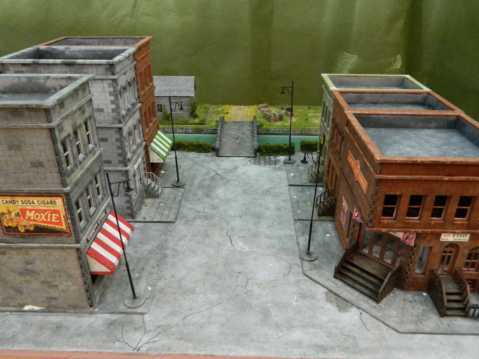Not exactly Mordheim terrain - Page 3 Pulp%2BAlley%2BTable%2BFeb%2B8th%2B006