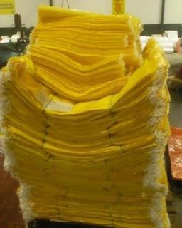 prodduksi jual karung plastik kuning benang khusus produksi   50 kg 56x90 cm dinier 700 harga Rp.1950  &   15 kg 35x62 cm harga 950  anyaman 10 dinier 700