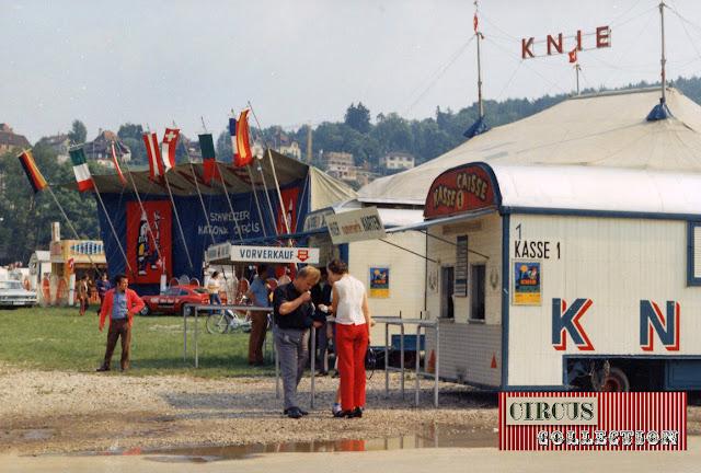 Façade d'entrée, chapiteau et roulottes caisses  du Cirque National Suisse Knie  1970