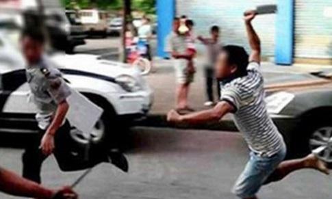 Gia Lai: Bị tài xế đuổi chém vì từ chối đi xe