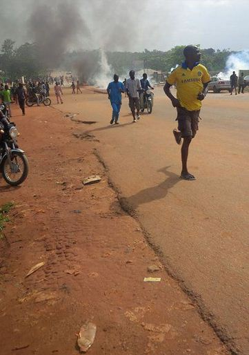 Serious Ri0t Breaks Out In Illaro Ogun State After Policeman K!ll$ An Okada Rider