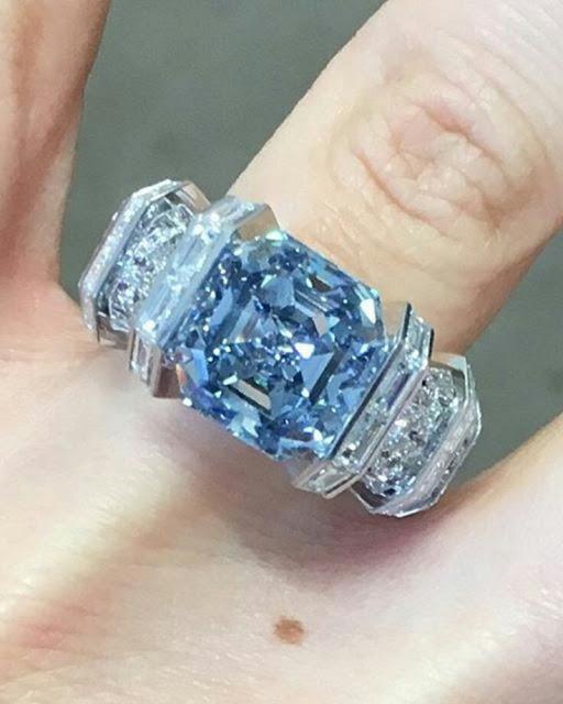 Super elegant 18K Platinum set with Blue rubbi, round cut diamond and saphire ladies ring