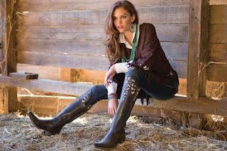 Model dan Jenis Sepatu Boots Wanita Masa Kini