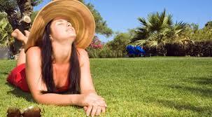 Hoje o blog fala da importância de tomar banho de sol, muitas vezes não tomamos banho de sol e isso pode acabar prejudicando a nossa saúde,  saiba mais no blog a importância de tomar banho de sol.