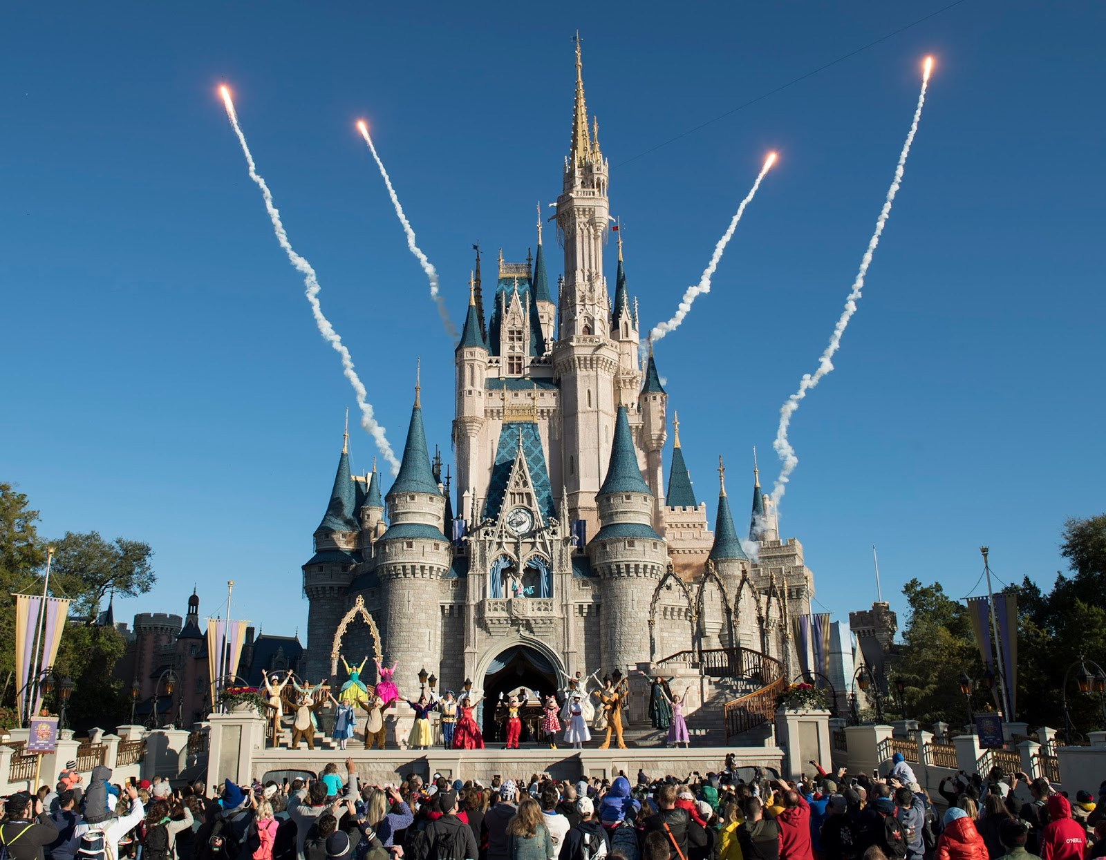 The unveiling of a magical, mythical world of floating mountains,  bioluminescent rainforests and soaring Banshees anchors an exciting 2017 at Walt  Disney ...