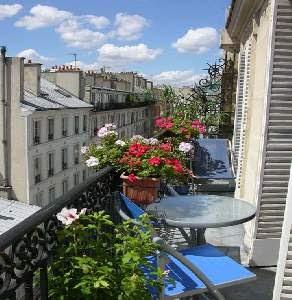 petite paris petit balcon 39 s in paris. Black Bedroom Furniture Sets. Home Design Ideas