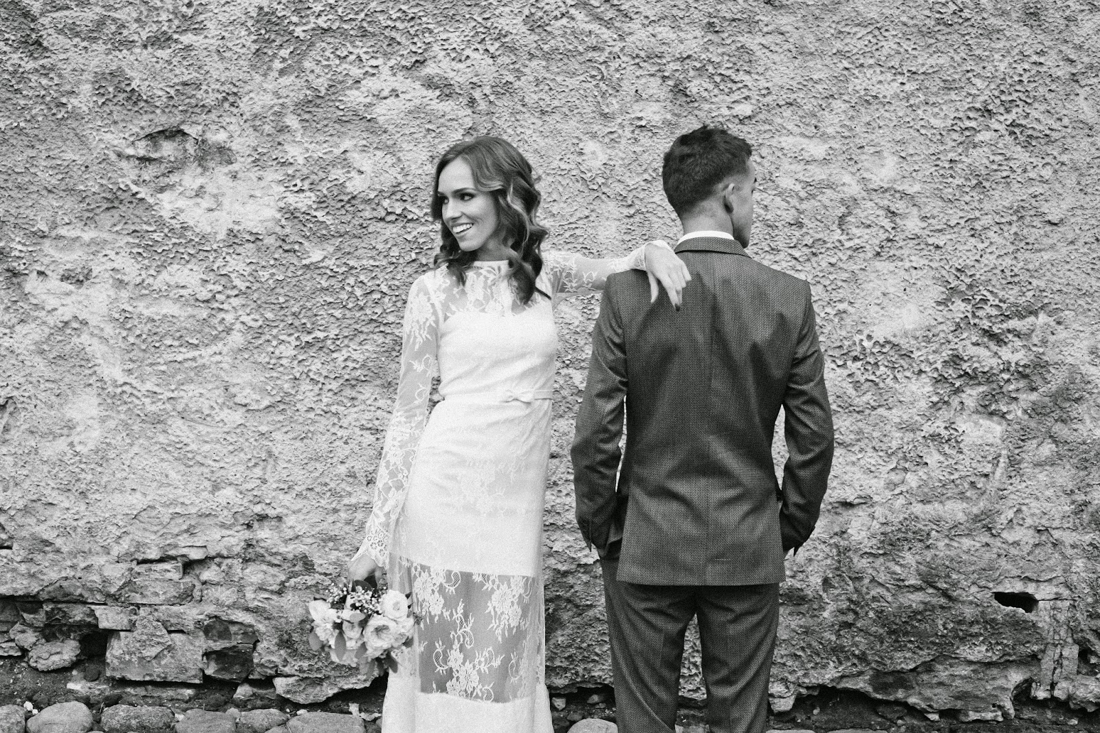 black-white-wedding-photoshoot-bride-groom kristjaana ja richard mere pulm