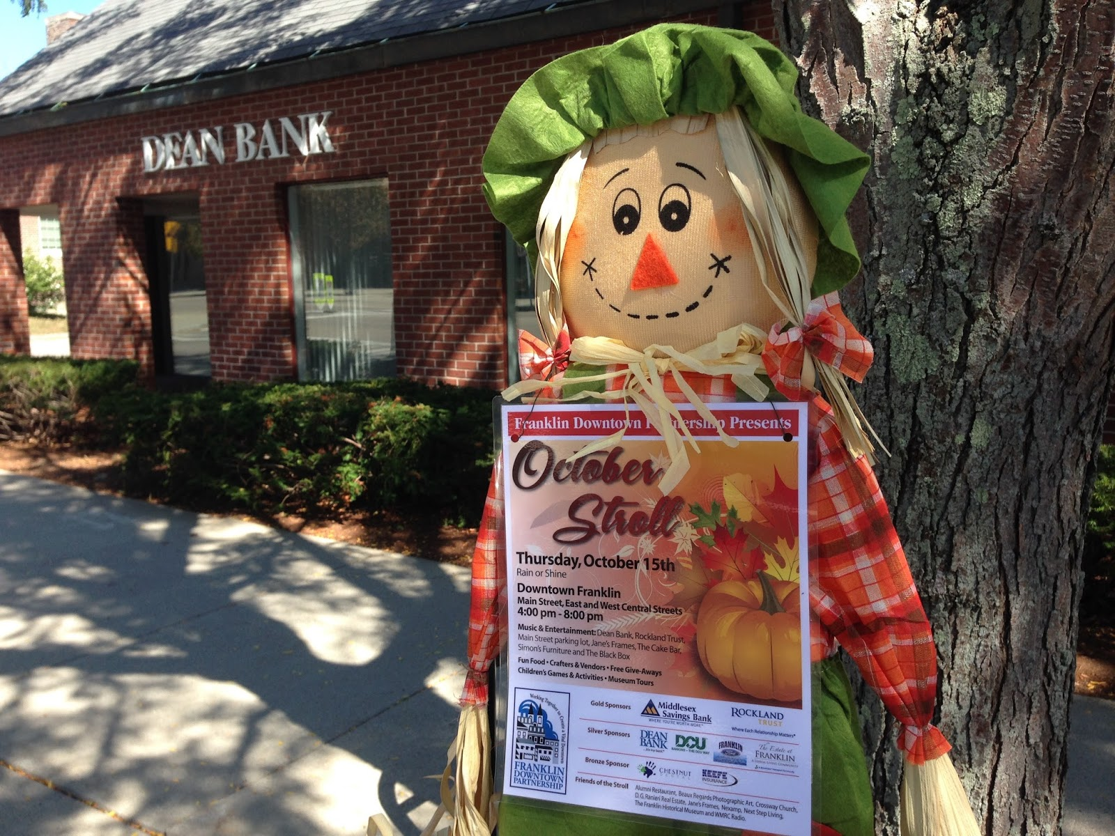 Silver Sponsor Dean Bank will give out pumpkins and decorating kits at the October Stroll
