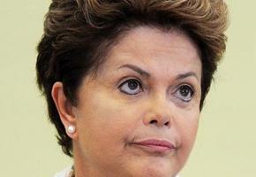 Relator dá parecer favorável a processo de impeachment de Dilma