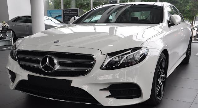 Mercedes E300 AMG 2017 nhập khẩu có kích thước tổng thể lớn với khoang hành khách rộng rãi và thoải mái