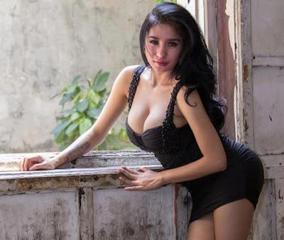 Inilah Foto Panas Bibie Julius, Model Yang Suka Berpose Menggoda
