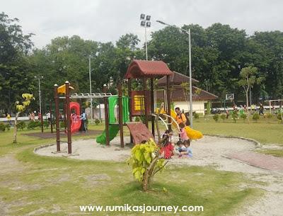 playground di taman lapangan banteng