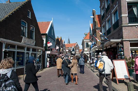 Calles de Volendam. Excursion desde Amsterdam: Volendam, Marken y los molinos