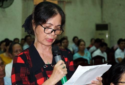 Bà Nguyễn Thị Dung phát biểu tại buổi tiếp xúc cử tri