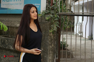 Bollywood Actress Sonali Bendre Spotted in Tracksuit at Spa  0008.jpg
