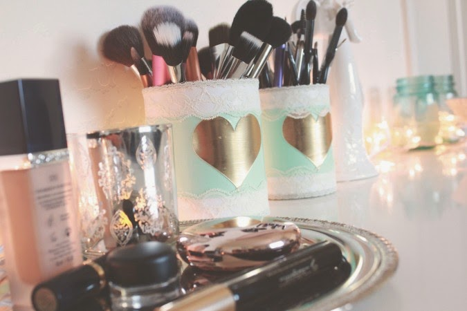 http://www.myserendipitouslife.com/diy-crafts/diy-makeup-brush-holder/