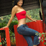 Andrea Rincon, Selena Spice Galeria 21 : Jean Azul y Top Rojo Foto 41