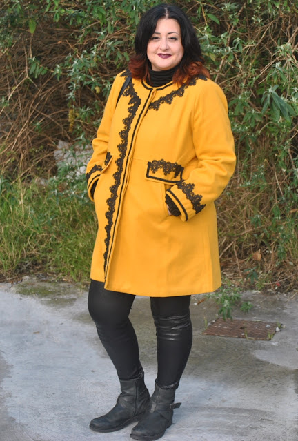 Look abrigo mostaza