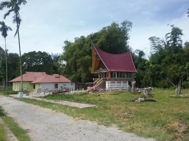 Galeri DR.IL.Nommensen berbentuk Rumah Adat Toba di Sigumpar Kabupaten Tobasa