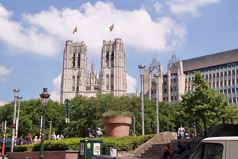 Cathedral St. Michael and St. Gudula Brussels // Kathedrale St. Michael und St. Gudula Brüssel im Sommer | Interrail-Reise Juli 2017 | Tasteboykott