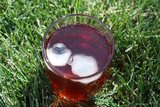 A fresh glass of iced tea