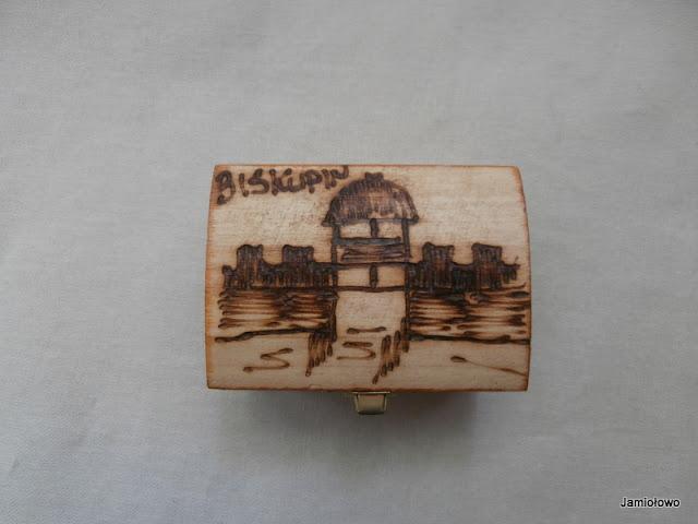 drewniane pudełeczko z Biskupina