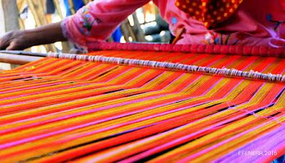 Hasil gambar untuk gambar menenun