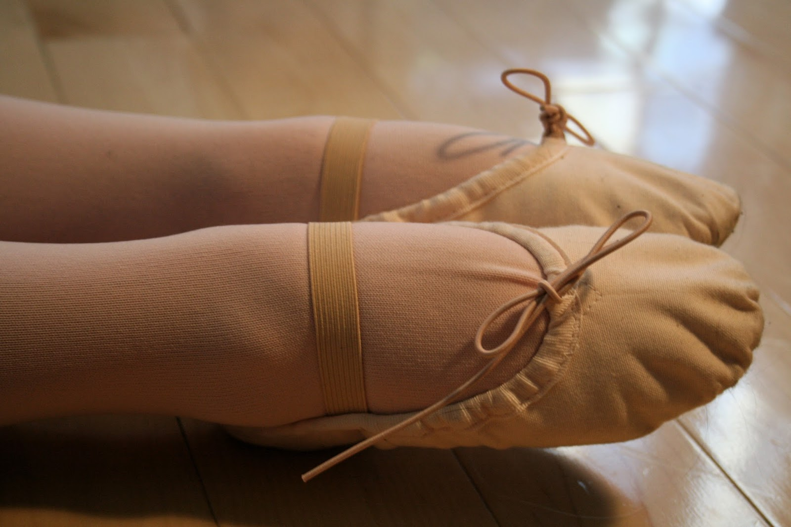 Lecker footjob in hot ballerina ballet slippers with sweetundgeil