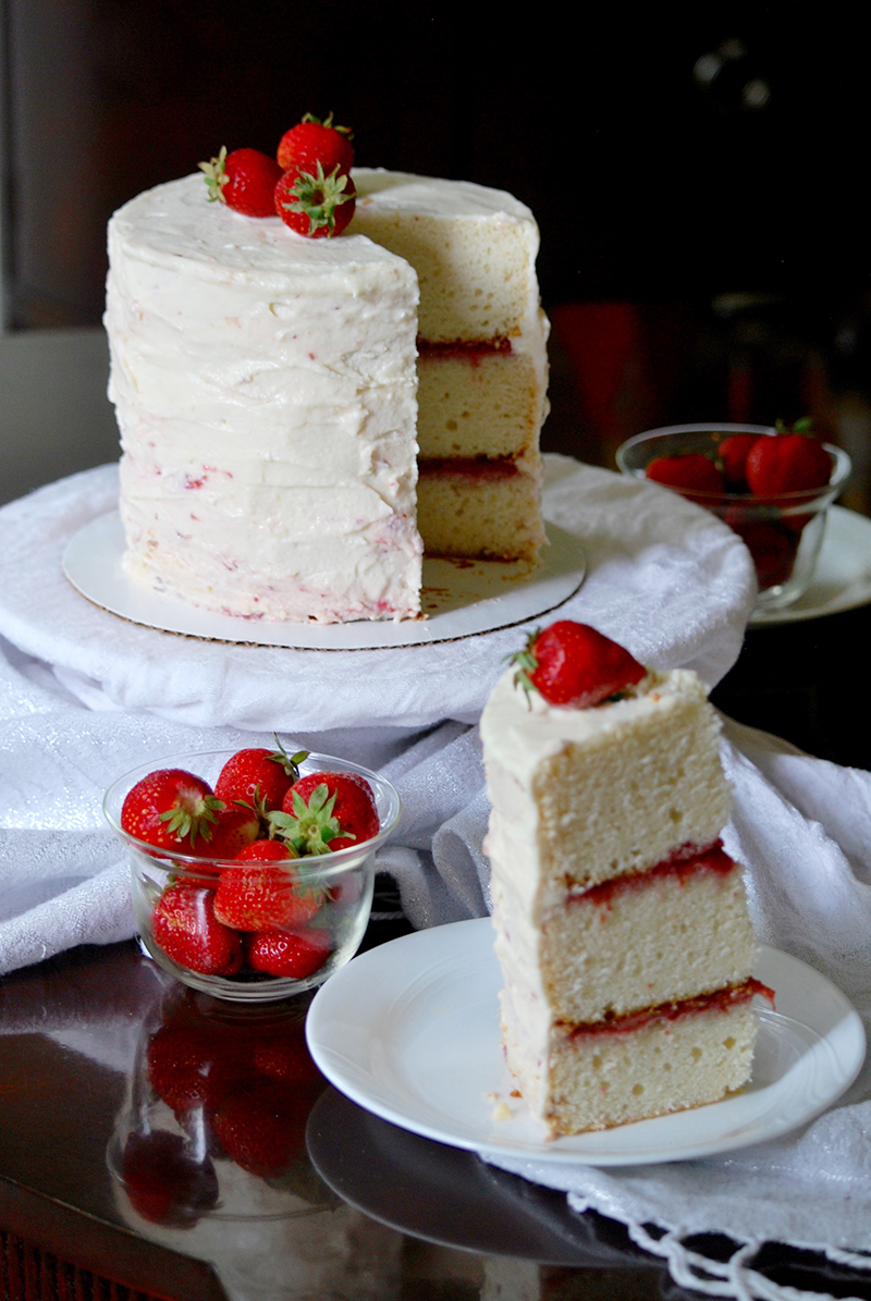 white wedding cake with strawberry filling recipe white almond wedding cake frosting 27425