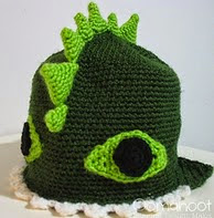 http://translate.google.es/translate?hl=es&sl=en&tl=es&u=http%3A%2F%2Fwww.blog.oomanoot.com%2Fwinter-hats-2011-crochet-dragon-hat-tutorial%2F