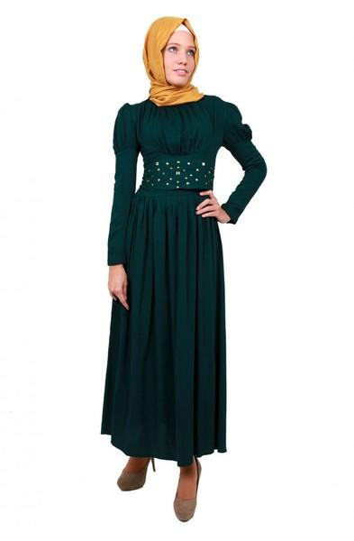 9bc6837e30cf3 Çiçeği burnunda bir anne olarak tercihleriniz bu elbiselerden yana  olmalıdır.Tesettür elbiseler bir çok kapalı kadının vazgeçilmez  giysilerinden.