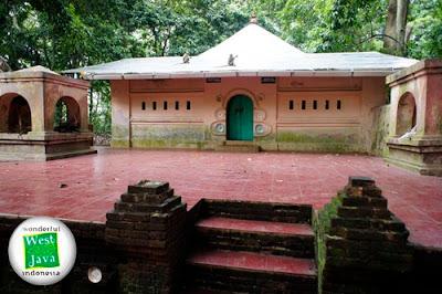 Makam Pangeran Panjunan dan Pangeran Kejakasan