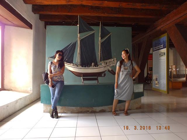 miniatur kapal di museum bahari