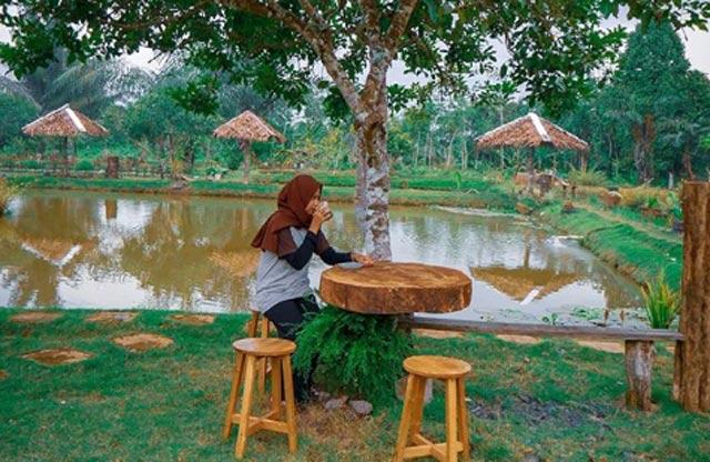 Memadukan konsep pemancingan, wisata alam, cafe dan kuliner khas Banjar, Putri Sangkaya adalah tempat paling recomended untuk mereka yang ingin mendapatkan semua pengalaman wisata dan traveling paling berkesan.