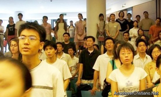 Estudiantes chinos aceptan a Cristo