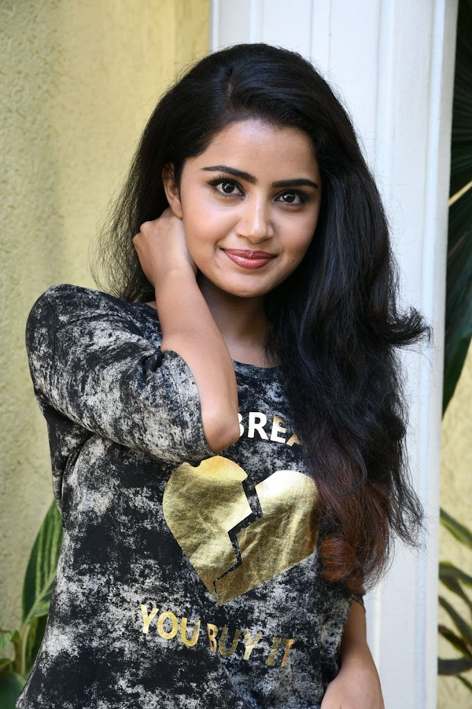 Actress Anupama Parameshwaran hot photos