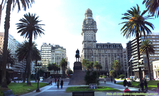 Palácio Salvo na Praça Independência em Montevidéu