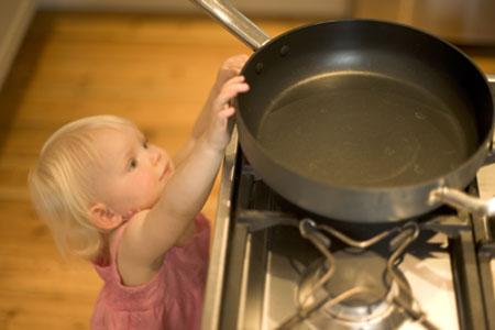 Anak Dan Bahaya Di Dapur