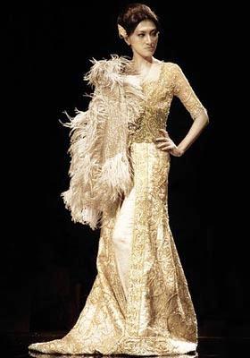 gaun pengantin modern emas