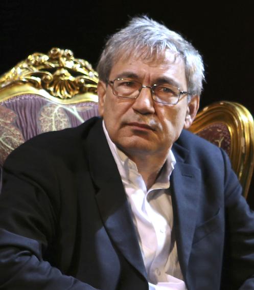 Orhan Pamuk novelis Itanbul dengan seabrek penghargaannya