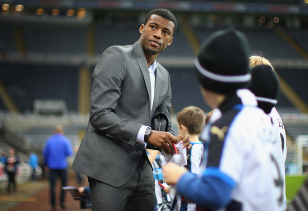 Georginio Wijnaldum of Newcastle United signs autographs for young fans prior to the Barclays Premier League match between Newcastle United and Aston Villa at St James' Park on December 19, 2015 in Newcastle upon Tyne, England