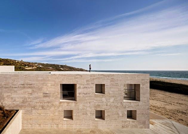 Model Rumah Modern dengan Kolam Renang di Atap