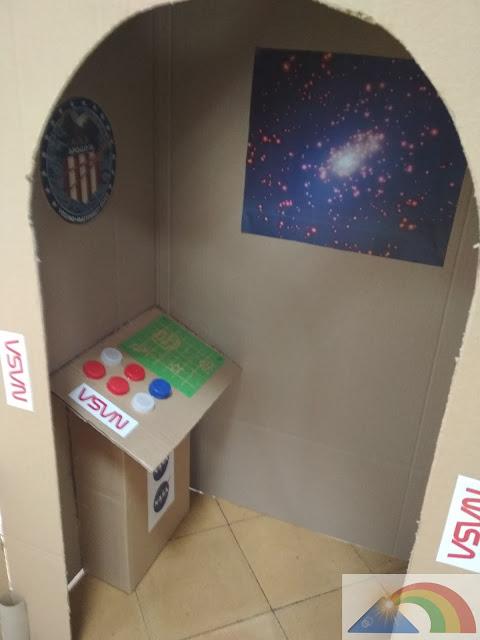 Interior del cohete de cartón