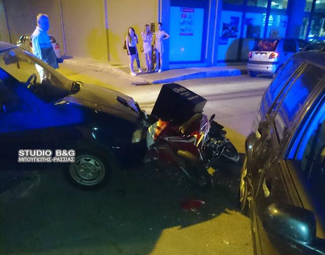 """Τροχαίο ατύχημα στο Ναύπλιο - Δύο οχήματα """"συνέθλιψαν"""" μηχανάκι delivery (βίντεο)"""