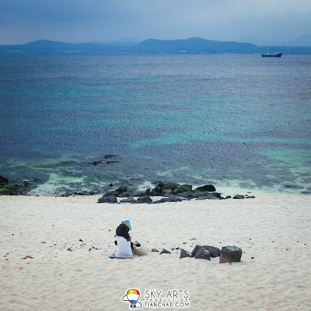 Relaxing moments at the beach in Udo, Jeju Island
