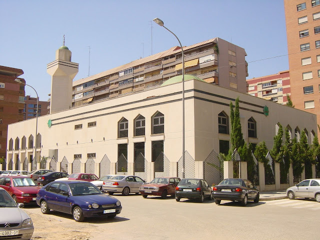 A Grande Mesquita de Valência construida com muito dinheiro. Na sua página Facebook divulga posições radicais.