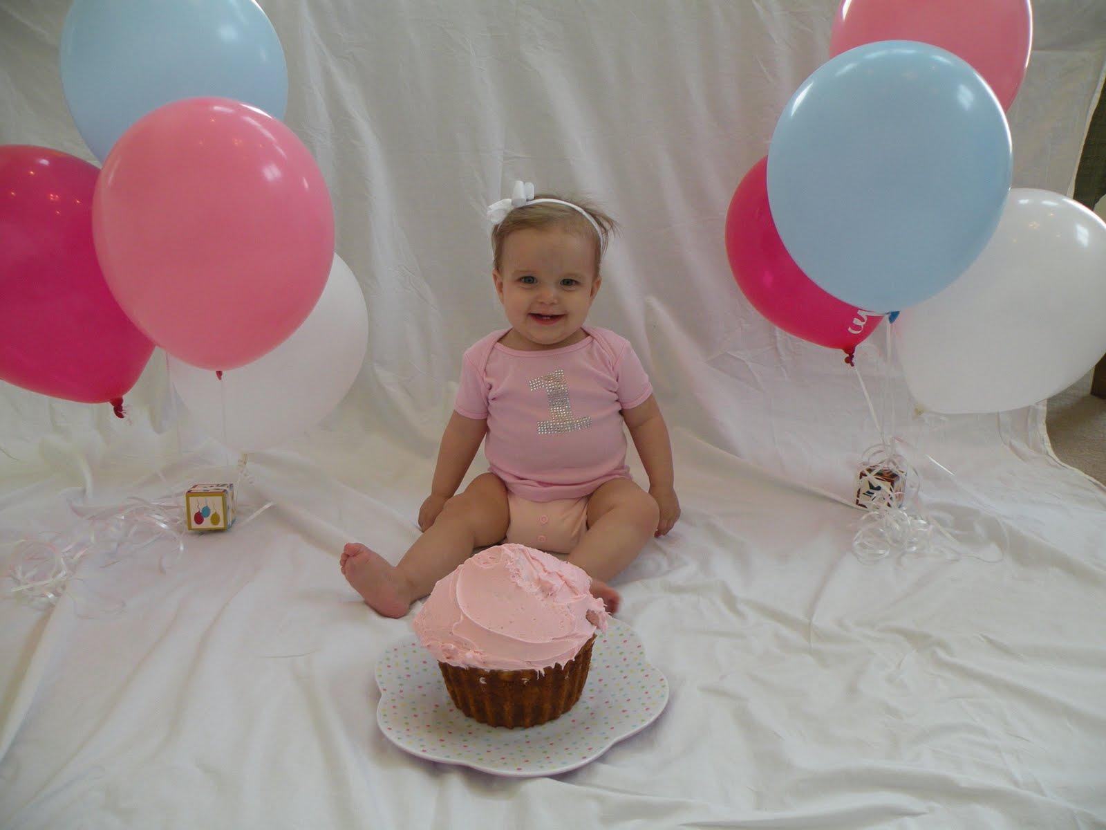 Baby's 1st birthday cake smash - Thriving Parents