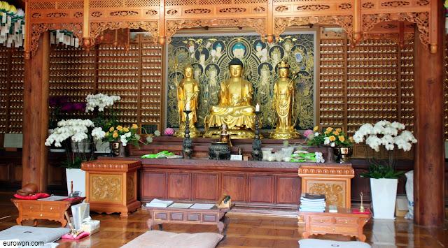 Altar en el templo budista Gilsangsa